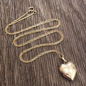"Vintage Goldfilled Heart Locket & Chain 21.25"""